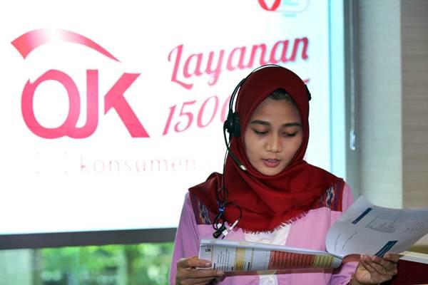 Karyawati beraktivitas di call center Otoritas Jasa Keuangan (OJK), di Jakarta, Senin (29/1/2018). - JIBI/Abdullah Azzam