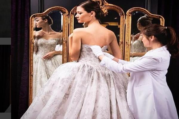 Gaun pengantin rancangan Sebastian Gunawan - instagram
