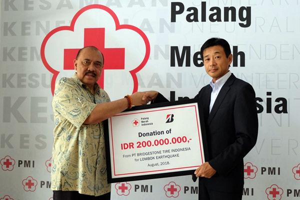 BSIN menyumbangkan Rp200 juta melalui Palang Merah Indonesia (PMI).  - Bridgestone