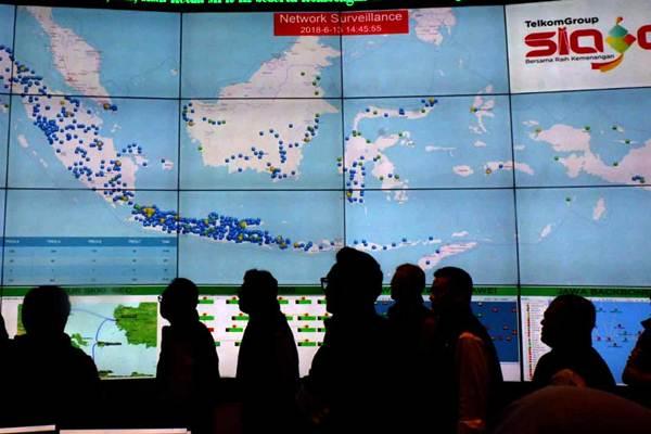 Suasana di Telkom Indonesia National Command Center (TIOC) di Jakarta, Rabu, (13/6/2018). - JIBI/Nurul Hidayat