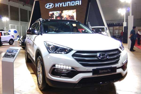 PT Hyundai Mobil Indonesia membawa Santa Fe Special Edition ke Indonesia International Motor Show (IIMS) 2018 yang berlangsung 19-29 April 2018 di JiExpo Kemayoran, Jakarta. - Bisnis.com/Muhammad Khadafi