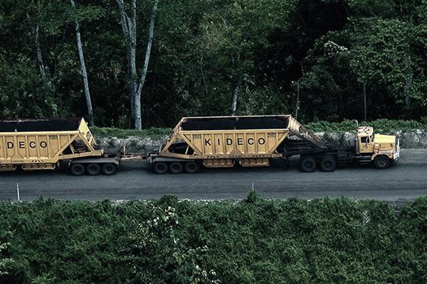 Kendaraan pengangkut batu bara Kideco - web