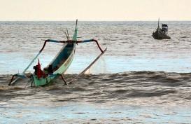 Perahu Nelayan Bengkulu Karam Diterjang Ombak Besar