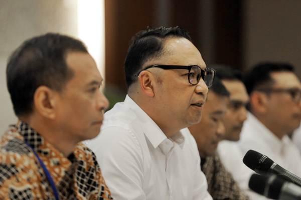Direktur Utama terpilih PT Garuda Indonesia I Gusti Ngurah Askhara Danadiputra (Ari Askhara) memberikan paparan dalam konferensi pers usai RUPSLB Garuda Indonesia, di Tangerang, Banten, Rabu (12/9/2018). - JIBI/Felix Jody Kinarwan