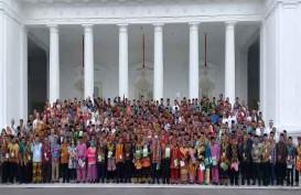 Jokowi Serahkan 3 SK Hutan Adat bagi Kalbar