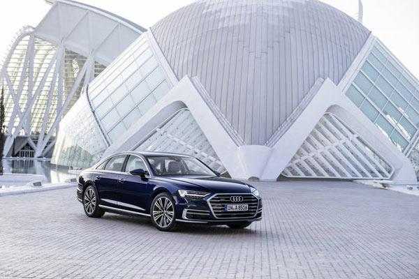 Audi A8 terpilih menjadi kendaraan terhubung terbaik.  - AUDI