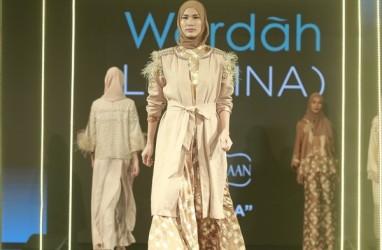 Modis Bersahaja dengan Batik Kontemporer