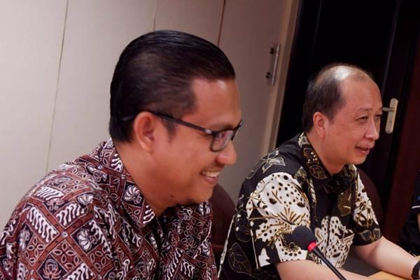 VP Marketing Development PT Agung Podomoro Land Tbk Rawisyah Aditya (kanan), dan General Manager Marketing Orchard Park Batam Tedi Guswana saat mengunjungi kantor redaksi Bisnis Indonesia di Jakarta, Rabu (18/7/2018). - JIBI/Nurul Hidayat
