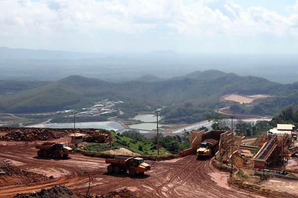 Suasana di area pertambangan konsesi Tambang Tumpang Pitu (Tujuh Bukit) milk PT Bumi Suksesindo (BSI), anak usaha PT Merdeka Copper Gold Tbk, di Banyuwangi, Jawa Timur, Senin (23/7). - JIBI/Abdullah Azzam