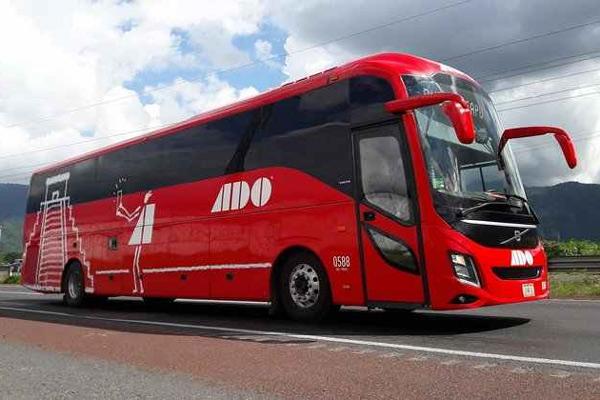 Bus jarak jauh Volvo 9800.  - Volvo Bus