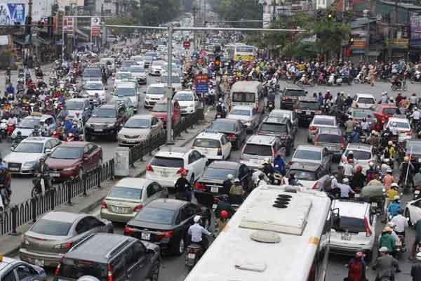 Lalu lintas di di jalan raya Vietnam.  - Reuters