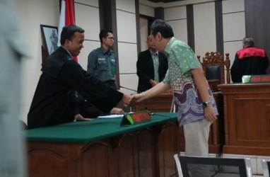 Bupati Kebumen Non Aktif Divonis 4 Tahun Penjara dan Denda Rp300 Juta