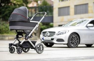 Tak Melulu Bikin Mobil, Mercedes-Benz Pun Jualan Kereta Bayi