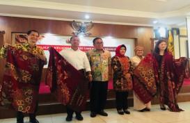 OJK dan BNP Paribas Investment Gelar Edukasi Keuangan Bagi UMKM Kerajinan Batik