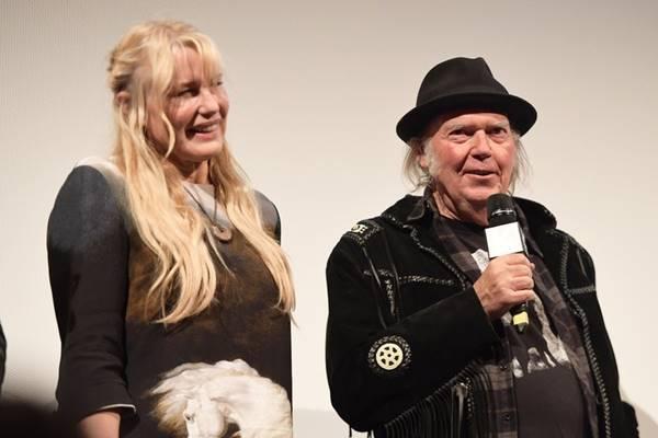 Daryl Hannah dan Neil Young - Istimewa