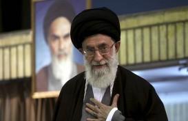 Ayatollah Khamenei : Dunia Menentang Trump