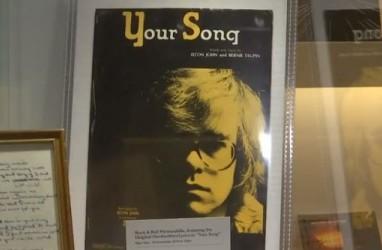 """Lirik """"Your Song"""" Tulisan Tangan Elton John Dilelang"""