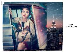 Lights, Camera, Holiday Coach Bersama Selena Gomez