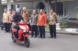 Presiden Jokowi Jajal Gesits di Lingkungan Istana