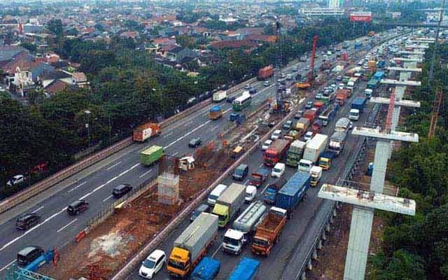 Tol Cikampek di kawasan Bekasi - Bisnis/Nurul Hidayat