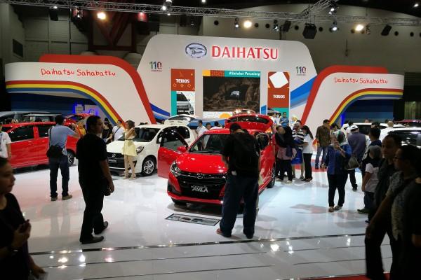 Suasana pameran otomotif Indonesia International Motor Show (IIMS) 2017 hari ketiga, Sabtu (29/4/2017), di anjungan PT Astra Daihatsu Motor (ADM) di JI Expo, Kemayoran, Jakarta.  - Antara