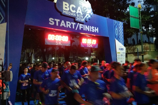 Sebanyak 1.800 peserta mengikuti BCA Medan Run 2018 di Lapangan Benteng, Medan - Bisnis/Gita A. Cakti