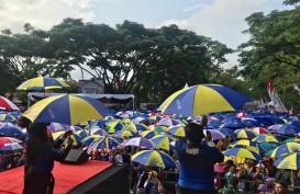 Aksi Goyang Payung Warga Malang Pecahkan Rekor Muri