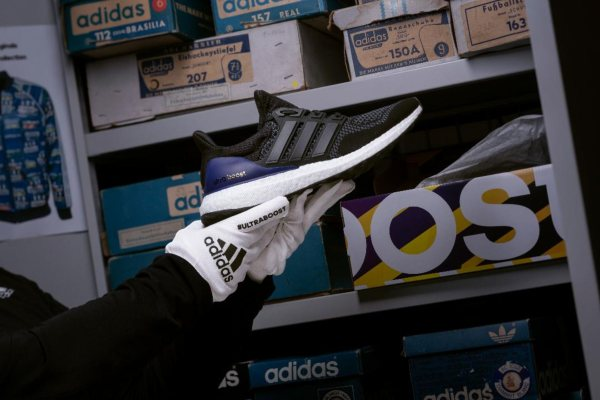 Sepatu Adidas UltraBoost - Adidas