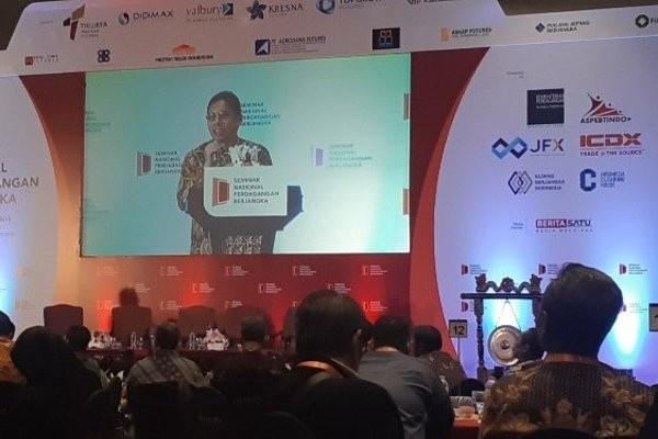 Ketua Bappebti Indrasari Wisnu Wardhana memberikan sambutan dalam Seminar Nasional Perdagangan Berjangka di Jakarta, Selasa (27/11/2018). - Mutiara Nabila