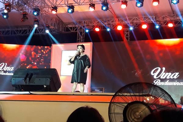 Penyanyi Vina Panduwinata - Bisnis.com