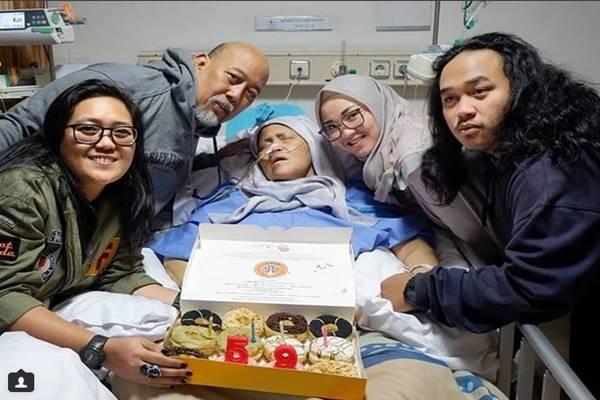 Istri Indro Warkop bernama Nita Octobijanthy meninggal, Selasa (9/10) karena mengidap kanker paru. - Instagram@indeiwarkop_asli