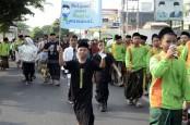 Cak Imin Berangkatkan Umroh 4 Orang Pemenang Jalan Sehat Sarungan