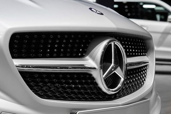 Mercedes-Benz.  - Daimler