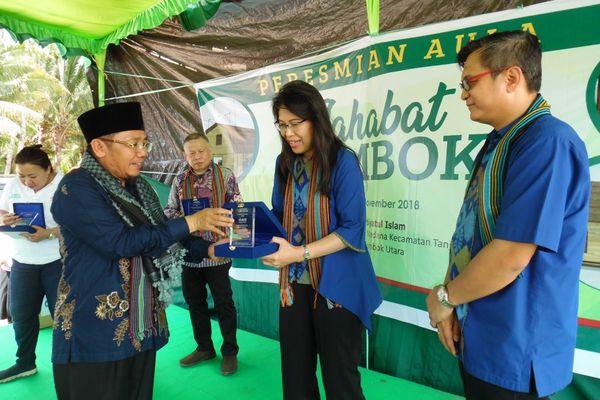 PT Bank Central Asia Tbk. menyalurkan bantuan untuk korban gempa Lombok dalam bentuk dana rehabilitasi dan bantuan bahan pokok senilai Rp311 juta. - Dok. BCA