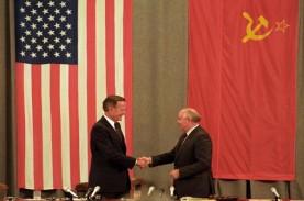 Mikhail Gorbachev Puji Peran George H.W. Bush Akhiri…