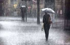 Cuaca Jakarta 4 Desember, Pagi dan Malam Berawan, Siang Hujan