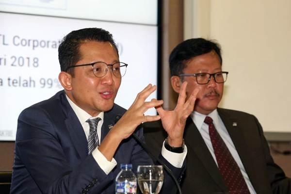 Direktur Utama PT Bakrie & Brothers Tbk (BNBR) Bobby Gafur S. Umar (kiri) didampingi Direktur A. Amri Aswono Putro, memberikan penjelasan saat public expose insidentil di Jakarta, Selasa (26/6/2018). - JIBI/Dedi Gunawan