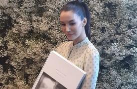 """Nadya Hutagalung dan 3 Dekade Perjalanan Kariernya: """"Walk With Me"""""""
