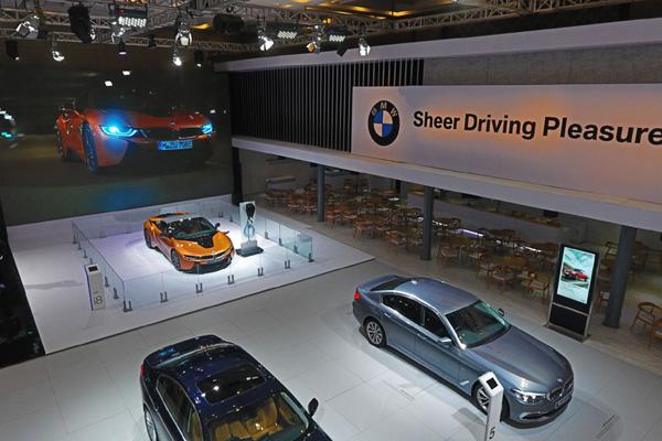 BMW Group bertekad untuk terus mendorong pergerakan e-mobility sembari menghantarkan Sheer Driving Pleasure kepada seluruh penggemar BMW dan MINI di Indonesia. - BMW