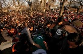 Bentrok Pasukan Keamanan dan Sipil di Kashmir, 7 Demonstran Tewas