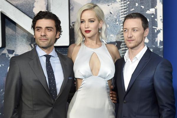 Oscar Isaac, Jennifer Lawrence, dan James McAvoy dalam pemutaran perdana film X-Men: Apocalypse di London, Inggris - Reuters
