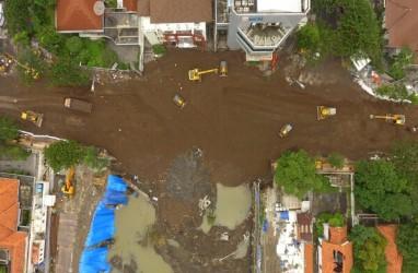 Pemulihan Jalan Gubeng Ambles Masuk Fase Pemadatan