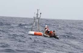Detik-Detik Pemasangan BUOY Detektor Tsunami di Selat Sunda