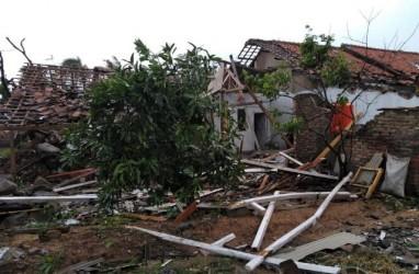Ratusan Rumah Rusak Diterjang Puting Beliung di Rancaekek Bandung