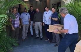 George Bush Bagi-bagi Pizza ke Intelijen Yang Bekerja Tanpa Digaji Selama Shutdown