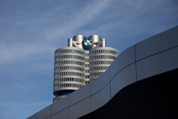 Dari awal 2020-an total kapasitas produksi tahunan mobil BMW di pabrik BBA secara bertahap akan meningkat menjadi 650.000 unit, menciptakan 5.000 pekerjaan baru.  - BMW