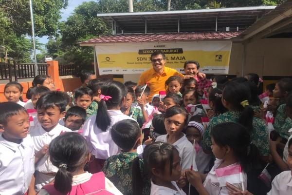 Presiden Direktur United Tractors Gidion Hasan resmikan bantuan fasilitas di Dusun Leong Tengah, Desa Tegal Maja, Kecamatan Tanjung, Kabuaten Lombok Utara./Bisnis - M. Nurhadi Pratomo