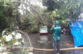 Angin Puting Beliung di Bekasi Sebabkan Belasan Ruko Rusak