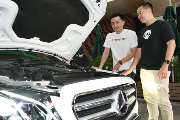 CEO OtoSpector Jeffry Andika (kiri) bersama  Direktur Marketing OLX Indonesia Agung Iskandar memberikan penjelasan mengenai layanan inspeksi mobil saat peluncurannya, di Jakarta, Selasa (22/1/2019). - Bisnis/Dedi Gunawan