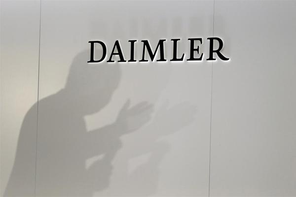 Daimler terlihat saat konferensi pers di pameran mobil di Paris, Prancis, 3 Oktober 2018.  - REUTERS/Regis Duvignau
